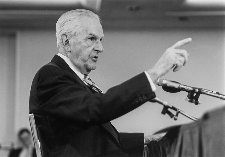Rep. William Huston Natcher, D-Ky., testifies (pointing at Sen. Lugar) at Joint Committee on Congress on March 15, 1993. (Photo by Laura Patterson/CQ Roll Call)