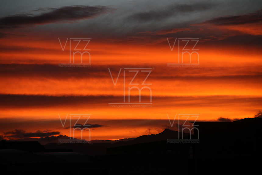 BOGOTA -COLOMBIA , 27- SEPTIEMBRE-2016. Amanecer en Bogotá. / capital with this colorful sky, . Photo: VizzorImage / Felipe Caicedo / Staff