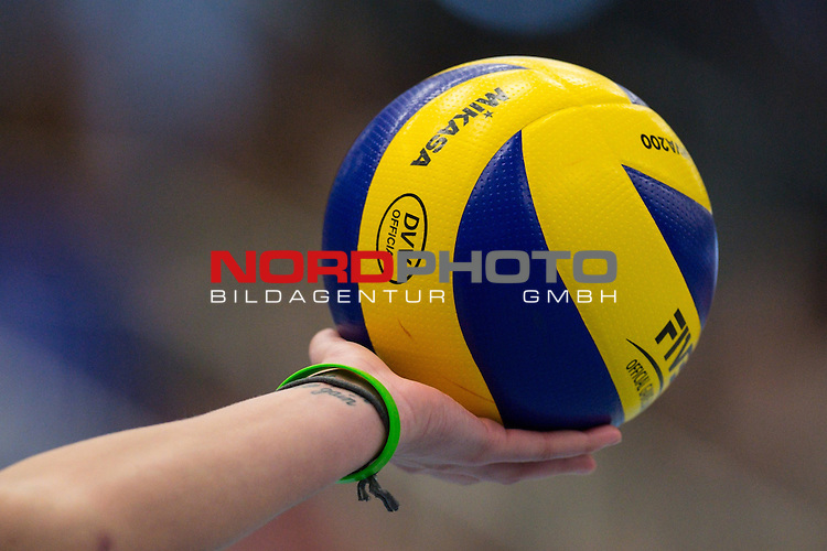 18.01.2015, Halle Berg Fidel, Muenster<br /> Volleyball, Bundesliga Frauen, USC MŸnster / Muenster vs. Kšpenicker / Koepenicker SC<br /> <br /> Feature Ball / Hand / Mikasa<br /> <br />   Foto &copy; nordphoto / Kurth
