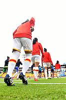 BOGOTA - COLOMBIA - 26-02-2017: Las jugadoras de Independiente Santa Fe, durante partido por la fecha 2 entre Independiente Santa Fe y Atletico Huila, de la Liga Femenina Aguila 2017, en el estadio Nemesio Camacho El Campin de la ciudad de Bogota. / The players of Independiente Santa Fe, during a match of the date 2 between Independiente Santa Fe and Atletico Huila, for the Liga Femenina Aguila 2017 at the Nemesio Camacho El Campin Stadium in Bogota city, Photo: VizzorImage / Luis Ramirez / Staff.