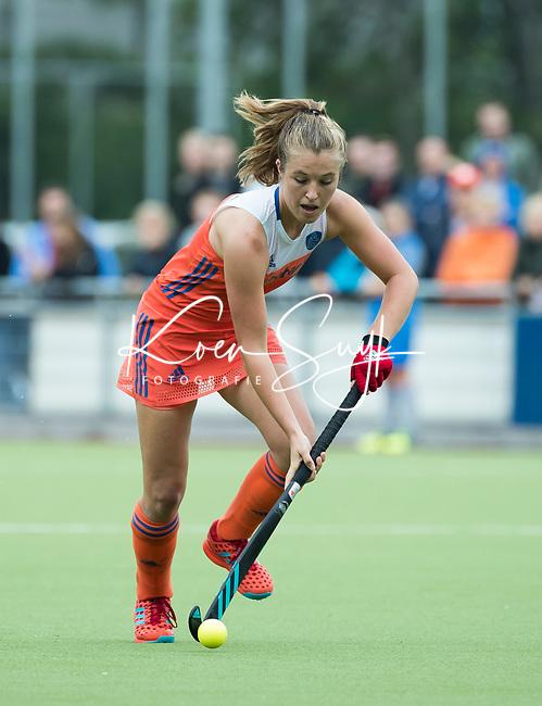 SCHIEDAM - Xan de Waard (Ned) tijdens een oefenwedstrijd tussen  de dames van Nederland en Belgie , in aanloop naar het  EK Hockey, eind augustus in Amstelveen. COPYRIGHT KOEN SUYK