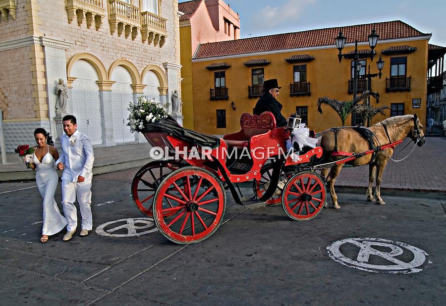 Casal de noivos. Centro histórico de Cartagena. Colombia. 2007. Foto de Rogério Reis.