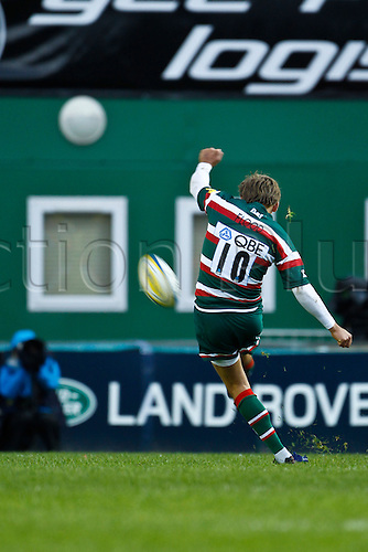 23.10.2010 Toby Flood kicks a conversion.  Leicester Tigers v Bath Rugby, Aviva Premiership, Round 6 at Welford Road on 23rd october 2010.  Final score: 21-15