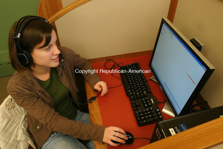 HAMDEN, CT 02/01/08- 020108BZ04- Kathy Seifert, 22, of Smithtown, NY, works at the Quinnipiac Polling Institute Friday evening.<br /> Jamison C. Bazinet Republican-American