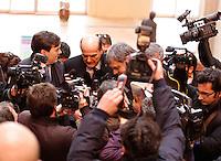 NAPOLI INCONTRO ELETTORALE DEL PARTITO DEMOCRATICO .NELLA FOTO PIERLUIGI BERSANI TRA I GIORNALISTI.FOTO CIRO DE LUCA