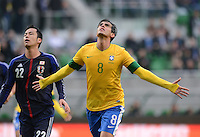 FUSSBALL   INTERNATIONAL   Testspiel    Japan - Brasilien          16.10.2012 JUBEL Brasilien; Torschuetze zum 0-4 KAKA, Maya YOSHIDA (li, Japan) enttaeuscht