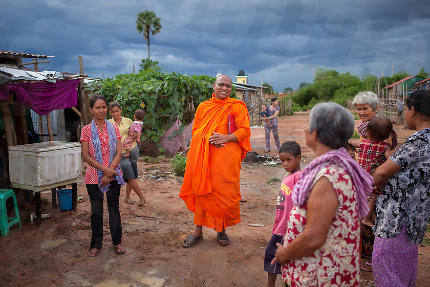 July 05, 2012 - Phnom Penh, Cambodia. Monk Loun Sovath visits an evicted community to meet and document the conditions of the people who have been displaced. © Nicolas Axelrod / Ruom