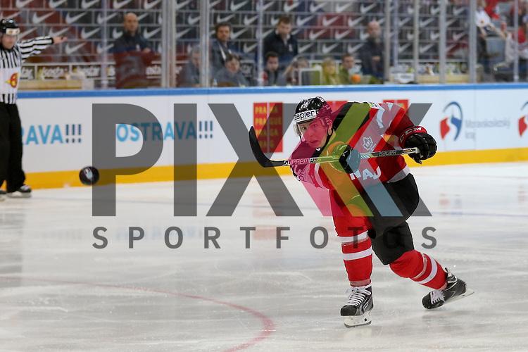 Canadas Barrie, Tyson (Nr.22) mit einem Schuss im Spiel IIHF WC15 Canada vs. Czech Republic.<br /> <br /> Foto &copy; P-I-X.org *** Foto ist honorarpflichtig! *** Auf Anfrage in hoeherer Qualitaet/Aufloesung. Belegexemplar erbeten. Veroeffentlichung ausschliesslich fuer journalistisch-publizistische Zwecke. For editorial use only.