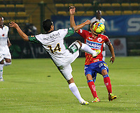 BOGOTA-COLOMBIA-115 -03-2013. José Nájera ( espaldas) de La Equidad disputa el balón con Osneíder Alvarez del Pasto durante el  encuentro de La Liga Postobón .Estadiio de Techo. Jose Najera (back) of Equity fights for the ball with the Pasto Osneíder Alvarez during the match for La Liga Postobon. Stadium Roof.Photo / VizzorImage / Felipe Caicedo / Staff