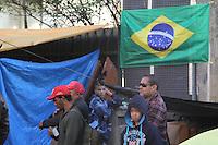 SAO PAULO, SP, 25/06/2014, ACAMPAMENTO. Cerca de trezentos manifestantes acamparam na noite de ontem (24) em frente da Camara dos Vereadores no Viaduto Jaceguai centro de Sao Paulo.  Luiz Guarnieri/Brazil Photo Press.