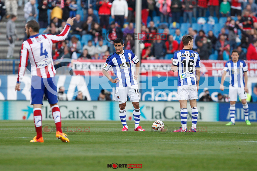 Atletico de Madrid´s players celebrate a goal next to Chory Castro and Canales during La Liga match at Vicente Calderon stadium in Madrid, Spain. April 07, 2015. (ALTERPHOTOS/Victor Blanco) /NORTEphoto.com