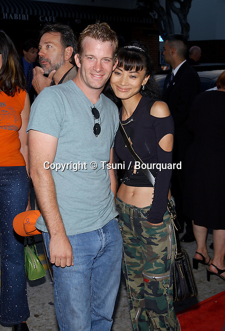 Thomas jane and Bai Ling arriving at the Jay and Silent Bob Strike Back premiere at the Bruin Theatre in Los Angeles. August 15, 2001  © Tsuni          -            JaneThomas_BaiLing02.jpg