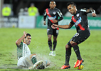 MEDELLIN -COLOMBIA- 01 -12 -2013. Francisco Najera (Izq) del Atletico Nacional disputa el balon contra Juan Guillermo Dominguez  (Der)  del Atletico Junior  , encuentro de los cuadrangulares finales de la Liga Postobon jugado en el estadio Atanasio Girardot /  Francisco Najera  (L) of Atletico Nacional fight for the ball against Juan Guillermo Dominguez  (Der) Atletico Junior, meeting the end-runs played in Postobon  Ligue Atanasio Girardot stadium  .Photo: VizzorImage / Luis Rios  / Stringer