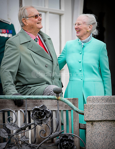 Queen Margrethe and Prince Henrik of Denmark attend the 77th birthday celebrations of Queen Margrethe at Marselisborg palace in Aarhus, Denmark, 16 April 2017. Photo: Patrick van Katwijk Foto: Patrick van Katwijk/Dutch Photo Press/dpa /MediaPunch ***FOR USA ONLY***