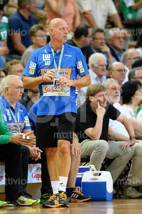 Trainer Magnus Andersson (FAG) verfolgt das Spiel vor der Bank, Seitenlinine