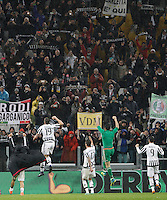 Calcio, Serie A: Juventus vs Inter. Torino, Juventus Stadium, 28 February 2016.<br /> Juventus&rsquo; players greet fans at the end of the Italian Serie A football match between Juventus and Inter at Turin's Juventus Stadium, 28 February 2016. Juventus won 2-0.<br /> UPDATE IMAGES PRESS/Isabella Bonotto