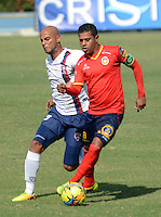 BARRANQUIILLA -COLOMBIA-9-JULIO-2014. Daniel Machacon (Der) de Uniautonoma disputa el balon con Erwin Carrillo de Union Magdalena por la Copa Postobon II en el estadio Metropolitano. Daniel Machacon  (R) of Uniautónoma dispute the ball with Erwin Carrillo  o Union Magdalena  by Postobon  Cup II in Metropolitan Stadium Photo:VizzoImage / Alfonso Cervantes / Stringer