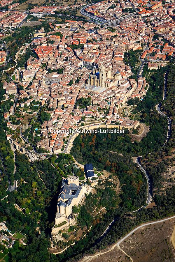 Segovia vom Alcazar bis zum Aquaedukt: SPANIEN, KASTILIEN LEON, SEGOVIA, 14.08.2014: Segovia vom Alcazar bis zum Aquaedukt, Segovia zaehlt zusammen mit Toledo und Avila zu den drei historischen Metropolen in der Umgebung der spanischen Hauptstadt Madrid.
