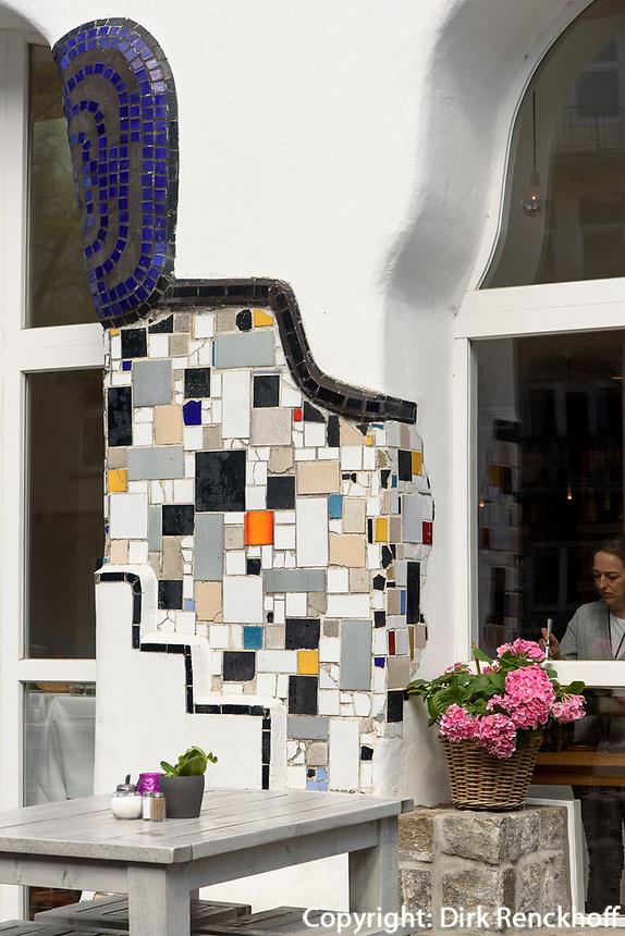 Hundertwasser-Fassade des Stadtcaf&eacute; Ottensen, Hamburg - Ottensen, Behringstra&szlig;e 42, Deutschland, Europa<br /> Hundertwasser-facade of Stadtcaf&eacute; Ottensen, Hamburg - Ottensen, Germany, Europe