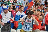 KAZAN - RUSIA, 30-06-2018: Hinchas de Francia animan a su equipo durante partido de octavos de final entre Francia y Argentina por la Copa Mundial de la FIFA Rusia 2018 jugado en el estadio Kazan Arena en Kazán, Rusia. / Fans of France cheer for their team during the match between France and Argentina of the round of 16 for the FIFA World Cup Russia 2018 played at Kazan Arena stadium in Kazan, Russia. Photo: VizzorImage / Julian Medina / Cont
