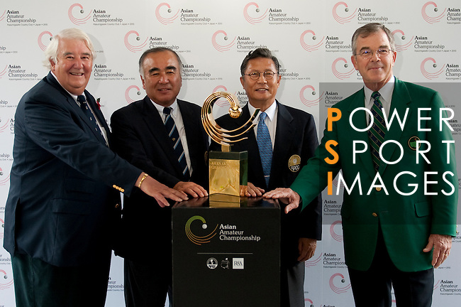 SHENZHEN, CHINA - OCTOBER 29:  (L-R) Keith Hodgkinson, Chairman of The R&A's Golf Development Committee, Taizo Kawata, Chairman of the International Committee Japan Golf Association, Billy Payne, Chairman of Augusta National Golf Club and the Master Tournament, Kwang-soo Hur, President of the Asia-Pacific Golf Confederation pose with the trophy on day one of Asian Amateur Championship at the Mission Hills Golf Club on October 29, 2009 in Shenzhen, Guangdong, China.  (Photo by Victor Fraile/The Power of Sport Images) *** Local Caption *** Keith Hodgkinson; Taizo Kawata; Billy Payne; Kwang-soo Hur