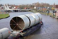 Nederland  Zaandam - 2020. Transport over de Zaan. Marine Olie Tank Terminal (M.O.T.T.) B.V. Wormer. Jongema Transport.  Foto Berlinda van Dam / Hollandse Hoogte.