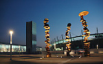 La scultura di Tony Cragg 'Punti di vista' nella Piazza Olimpica di Torino. Gennaio 2006...The Tony Cragg's sculpture 'Point of view' in the Olympic Square in Turin. January 2006...Ph. Marco Saroldi. Pho-to.it