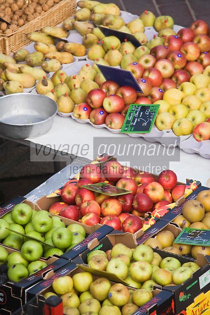 Europe/France/06/Alpes-Maritimes/Nice: Pommes et poires sur le Marché du Cours Saleya