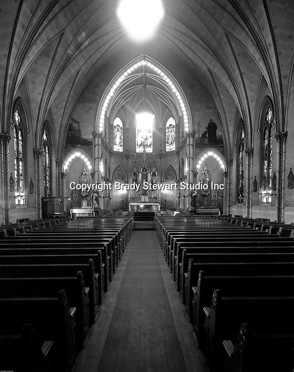 Pittsburgh PA: View of  Duquesne University Chapel  and Sanctuary - 1932.  Duquesne's Chapel has offered respite from a student or teacher's hectic schedule. Daily Mass has been offered to all students and faculty for over 125 years.