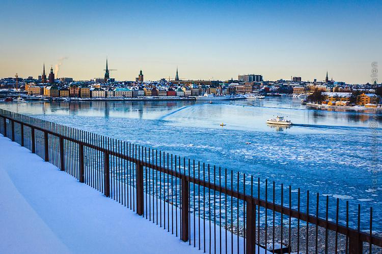 Stockholm Sweden, seascapes in winter. Kall vinterdag med Djurgårdsfärjan bland isflaken i Stockholms ström