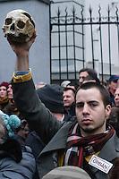 UNGARN, 30.03.2013, Budapest - VI. Bezirk. Zwei Tage vor Inkrafttreten des 4. Aenderungspakets zur neuen Verfassung, das effektiv das Ende des Rechtsstaates bedeutet, demonstrieren Studenten und Opposition vor der Fidesz-Parteizentrale in der Lendvay utca: Dunkle Symbolik mit Totenschaedel.   Two days before the fourth amendment of the constitution comes into force, which practically means the end of the rule of law, students and oppositionals demonstrate outside the Fidesz party headquarters in Lendvay street: Dark symbolism with a dead man's skull. © Martin Fejer/EST&OST