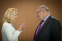 Bundesfamilienministerin Manuela Schwesig (SPD)und Kanzleramtsminister Peter Altmaier (CDU) nehmen am Mittwoch (21.09.16) in Berlin an der Sitzung des Bundeskabinetts teil.<br /> Foto: Axel Schmidt/CommonLens