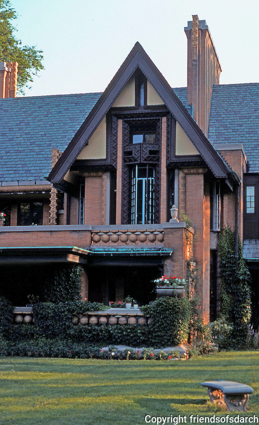 F.L. Wright: Moore House,  Oak Park, IL.,1895.  Photo '76.