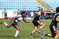 BARUERI, SP, 08.02.2015 - CIRCUITO MUNDIAL DE RUGBY SEVENS - QUARTAS DE FINAIS - NOVA ZELANDIA - ESTADOS UNIDOS - Lance de partida entre Nova Zelandia - Estados Unidos jogo valido pelo Circuito Mundial Feminino de Rugby Sevens na Arena Barueri em Barueri na grande São Paulo, neste domingo, 08. (Foto: William Volcov / Brazil Photo Press).