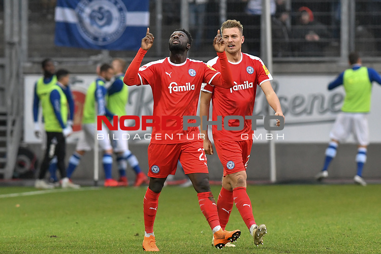 02.12.2018, Schauinsland-Reisen-Arena, Duisburg, GER, 2. FBL, MSV Duisburg vs. Holstein Kiel, DFL regulations prohibit any use of photographs as image sequences and/or quasi-video<br /> <br /> im Bild Kingsley Schindler (#27, Holstein Kiel) jubelt nach seinem Tor zum 0:1<br /> <br /> Foto © nordphoto/Mauelshagen