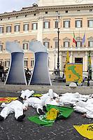 Roma, 26 Aprile 2010.Piazza Monte Citorio.I Verdi manifestano davanti il parlamento  contro l'energia nucleare per ricordare il disastro di Cernobyl nel 24° anniversario..The Greens protested outside parliament against nuclear energy to commemorate the Chernobyl disaster in the 24th anniversary