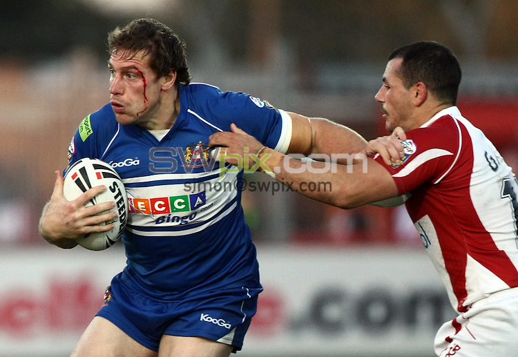 PICTURE BY VAUGHN RIDLEY/SWPIX.COM - Rugby League - Super League Playoffs - Hull KR v Wigan - Craven Park, Hull, England  - 26/09/09...Copyright - Simon Wilkinson - 07811267706...Wigan's Andy Coley is chased down by Hull KR's Ben Galea.