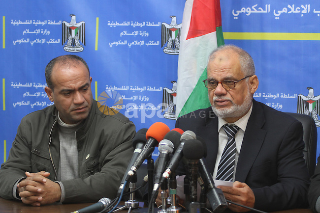 Palestinian Minister of prisoners, Atallah Abu Subbah, speaks during a press conference on the situation of Palestinian prisoners in Israeli jails, in Gaza city on Jan. 08, 2014. Photo by Mohammed Asad