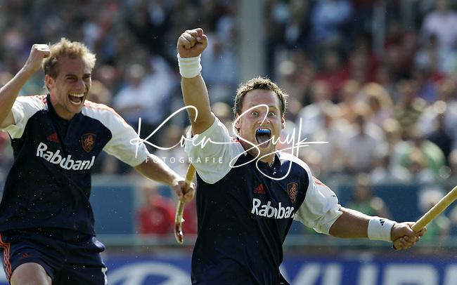 NLD-20050904-Leipzig-EK HOCKEY :  finale Nederland-Spanje 2-4. Oranje verspeelde de overwinning in de laatste minuten. Taeke Taekema heeft de stand op 2-1 gebracht. links Sander van der Weide.