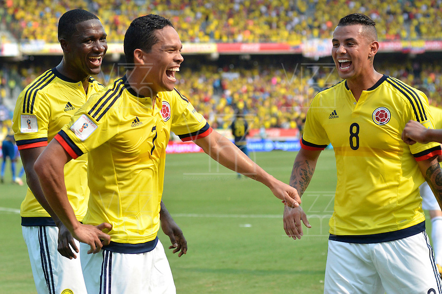 BARRANQUILLA - COLOMBIA -29-03-2016: Carlos Bacca (Centro Izq) jugador de Colombia celebra después de anotar un gol a Ecuador durante partido de la fecha 6 para la clasificación a la Copa Mundial de la FIFA Rusia 2018 jugado en el estadio Metropolitano Roberto Melendez en Barranquilla./  Carlos Bacca (Center L)  player of Colombia celebrates after scoring a goal to Ecuador during match of the date 6 for the qualifier to FIFA World Cup Russia 2018 played at Metropolitan stadium Roberto Melendez in Barranquilla. Photo: VizzorImage / Alfonso Cervantes / Cont