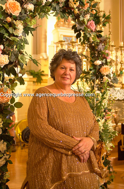 August 14 2002, Montreal, Quebec, Canada<br /> <br /> Ginette Reno, on the set on MAMBO ITALIANO,<br /> in Laprairie,  south of   Montreal, Quebec, Canada<br /> August 14 2002<br /> <br /> First written as a theater play by Steve Gallucio,<br /> Mambo Italiano, a part-comedy, part-family melodrama set in Montreal&iacute;s Italian community, concerns a young gay man&iacute;s decision to come out.<br /> <br /> Mandatory Credit: Photo by Pierre Roussel- Images Distribution. (&copy;) Copyright 2002 by Pierre Roussel <br /> <br /> NOTE : <br />  Nikon D-1 jpeg opened with Qimage icc profile, saved in Adobe 1998 RGB<br /> .Uncompressed  Uncropped  Original  size  file availble on request.
