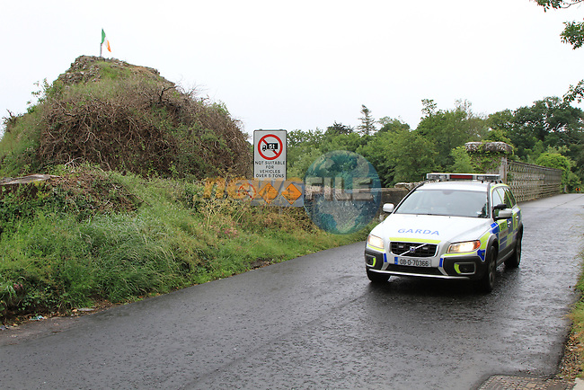 Garda Armed response unit patroling the obliquse and Battle of the Boyne Site outside Drogheda, A Garda operation in the Early hours of Saturday morning managed to stop a bomb believed to be on its way to the battle of the boyne site ahead of the 12th July. the vehicles were intercepted in the Omeath/Ravensdale area of Co Louth in an garda operation involving the garda Armed Unit and ERU. .Picture Fran Caffrey/www.newsfile.ie