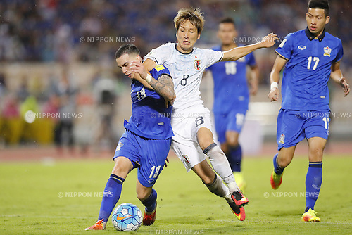 (L-R) Tristan Do (THA), Genki Haraguchi (JPN), SEPTEMBER 6, 2016 - Football / Soccer : FIFA World Cup Russia 2018 Asian Qualifier Final Round Group B match between Thailand 0-2 Japan at Rajamangala National Stadium, Bangkok, Thailand. (Photo by Yusuke Nakanishi/AFLO SPORT)