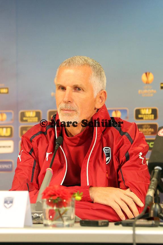 Trainer Francis Gillot (Bordeaux) - Pressekonferenz zur Begegnung der Europa League Eintracht Frankfurt vs. Girondins Bordeaux