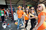 Amsterdam, 30 april 2011.Koninginnedag op en rond Amsterdam Centraal Station; feestvierders op het stationsplein..Foto Felix Kalkman