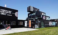 Nederland  Groningen 2019 . Start-up City. Op Zernike Campus is een nieuwe ondernemersfaciliteit gebouwd, genaamd Start-up City. In deze innovatieve hotspot, gebouwd met o.a. hergebruikte zeecontainers, krijgen diverse ondernemers en ondernemersinitiatieven van de kennisinstellingen een zichtbare plek op Zernike Campus. Een van de eerste bewoners is Cube050. Cube050 verhuurt kantoorruimtes en flexplekken aan studentstarters en alumni van de Hanzehogeschool en de RUG. Foto Berlinda van Dam / Hollandse Hoogte