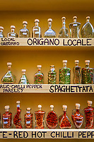 Italien, Kampanien, Sorrento: lokale Gewuerze (Peperoncino, Chilli, Oregano, Spaghettigewuerz) | Italy, Campania, Sorrento: local spices (Peperoncino, Chilli, Oregano)