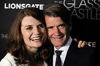 Jeannette Walls und John Taylor bei der Premiere des Kinofilms 'The Glass Castle / Schloss aus Glas' im SVA Theater. New York, 09.08.2017