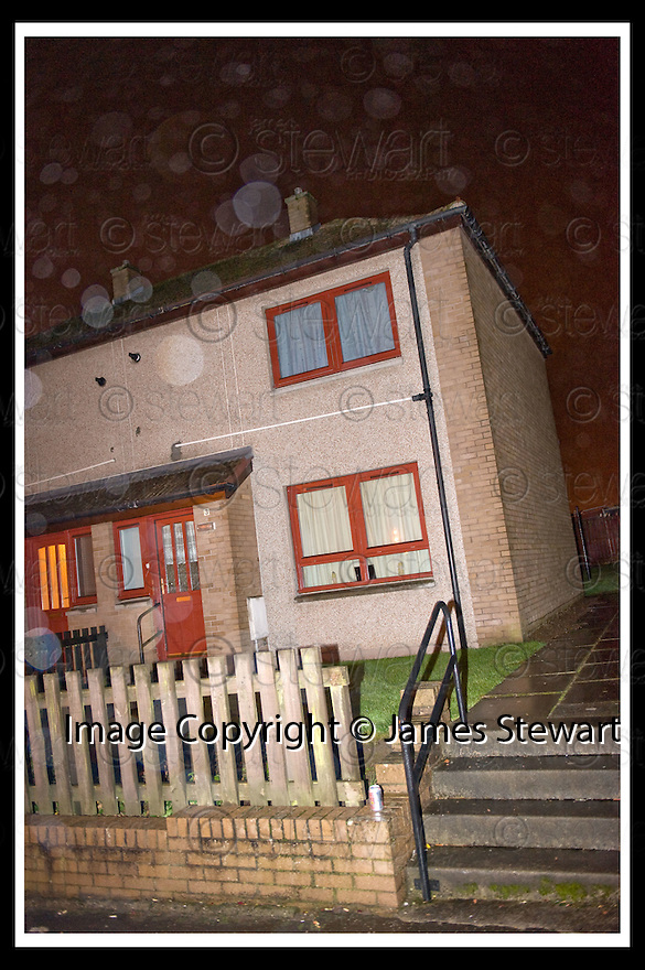 13/11/2008  Copyright Pic: James Stewart.File Name : sct_jspa05_protest.3 SKAITHMUIR CRESCENT, CARRONSHORE, THE HOME OF JOHN BERMINGHAM.....James Stewart Photo Agency 19 Carronlea Drive, Falkirk. FK2 8DN      Vat Reg No. 607 6932 25.Studio      : +44 (0)1324 611191 .Mobile      : +44 (0)7721 416997.E-mail  :  jim@jspa.co.uk.If you require further information then contact Jim Stewart on any of the numbers above.........