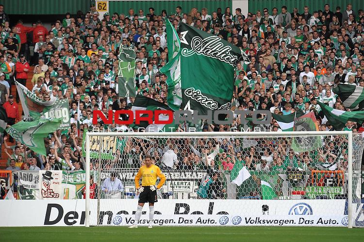 FBL 09/10  07. Spieltag Hinrunde / Weser Stadion<br /> Werder Bremen - Mainz05 3:0<br /> <br /> Keeper Tim Wiese ( Bremen GER #1) in seinem Wohnzimmer ( Weser Stadion ) vor der Ostkurve<br /> <br /> Foto &copy; nph ( nordphoto )